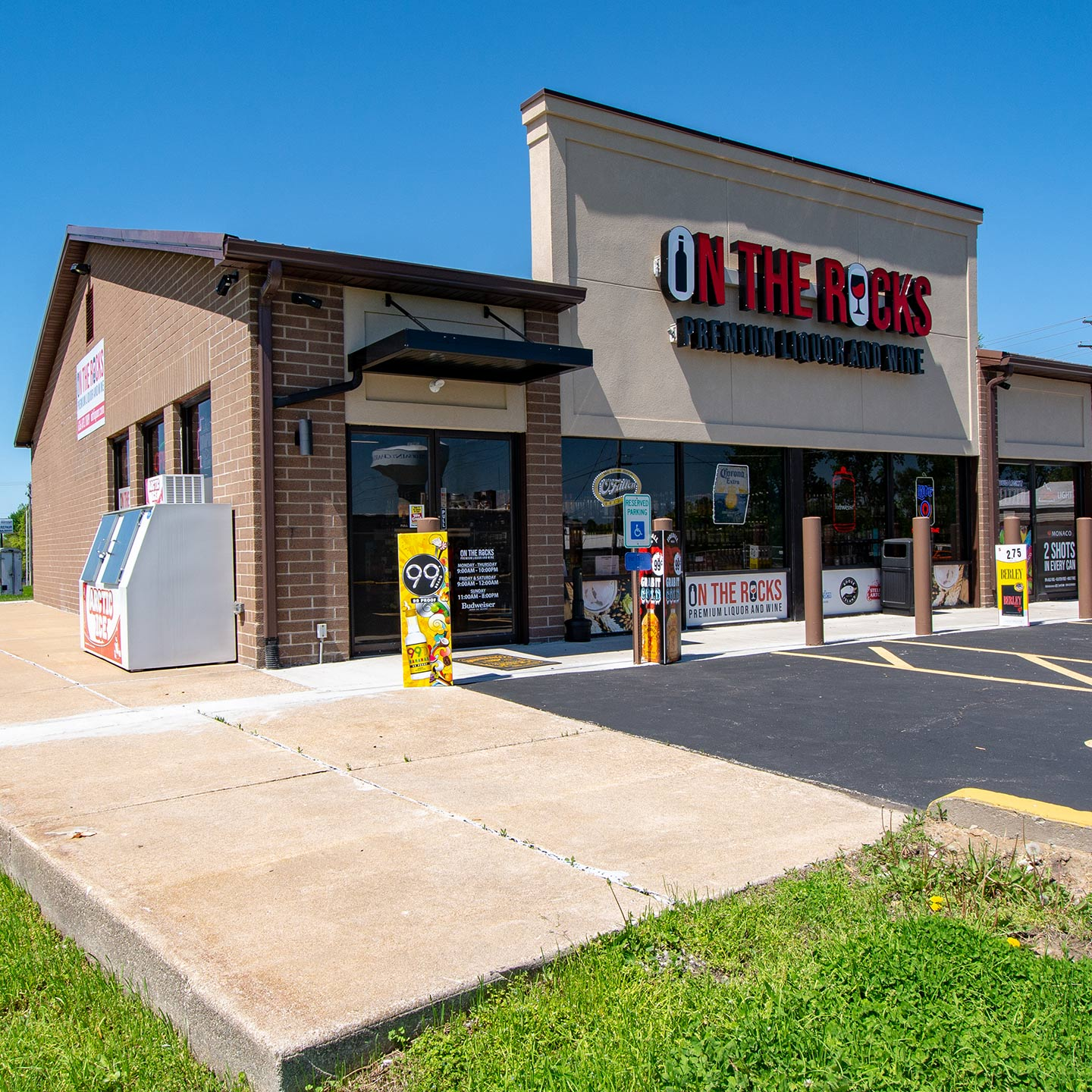 On-The-Rocks-Premium-Wine-Liquor-and-Tobacco-St.-Charles-Events1